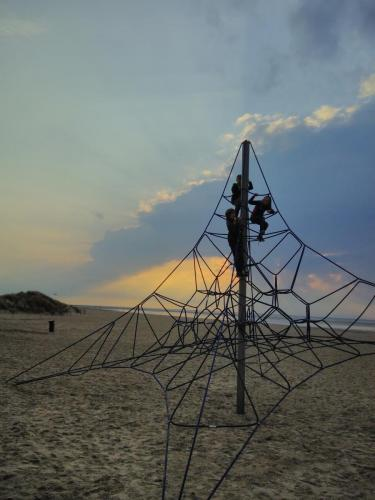 touwtoren bij strand Noord